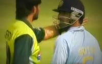 Classical Fights between Pakistani & Indian players during march -- VIDEO