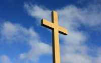 13704-memorial-cross-against-blue-sky-christian-wallpaper